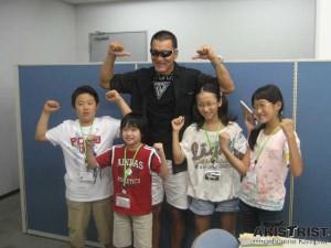蝶野選手がつづきジュニア編集局ジュニア記者たちの取材を受けました1