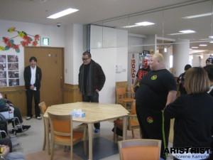 蝶野選手が全日本プロレス浜選手たちと長野市内の社会福祉施設を慰問